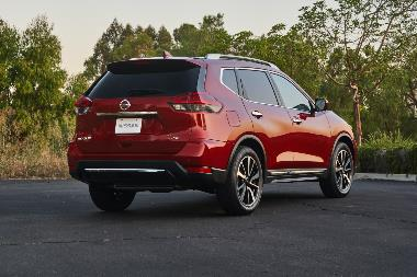2020 Nissan Rogue-Rear_right